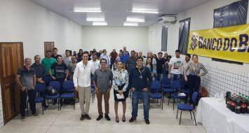 Foto oficial de servidores do Banco do Brasil que ministraram palestra e empreendedores carolinenses.