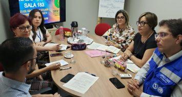 Membros da comissão de implantação do curso de Medicina da UEMASUL e da Organização Pan-Americana de Saúde (OPAS/Brasil), em reunião conversando sobre as demandas a serem atendidas para a implantação do curso de Medicina.