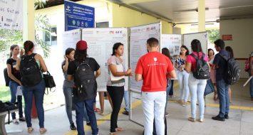Bolsistas de programa de Assistência Estudantil apresentam resultados durante evento.