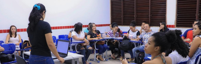 Alunos do Cursinho Popular em sala de aula.
