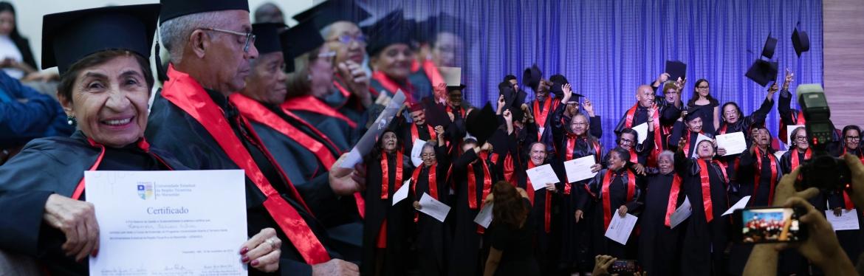 Alunos da Universidade Aberta à Terceira Idade - UATI, da UEMASUL.